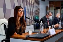 Mia Khalifa ironiza a CPI da Covid e posta montagem ao lado de senadores