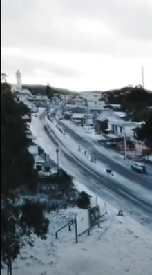 VÍDEO: Drone sobrevoa cidade congelada no RS