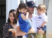 Polêmica: Ashton Kutcher e Mila Kunis só banham os filhos quando enxergam sujeira