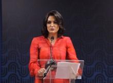 Justiça manda Bolsonaro explicar por que concedeu medalha a Michelle