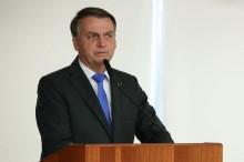 """Bolsonaro admite que pode se vacinar, mas vai optar por imunizante aceito na Europa: """"Não posso tomar essa lá de São Paulo"""", avisa"""