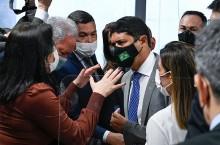 """Ministro da CGU perde a paciência com senadora de oposição e fala: """"Descontrolada e só diz inverdades"""""""