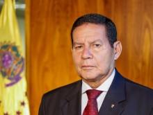 """Mourão critica Ministro da Saúde e diz: """"Saiu daqui carregando o vírus"""""""