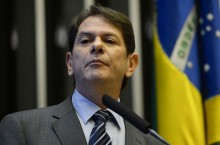Cid Gomes aluga aeronave por R$ 54 mil e pede reembolso ao Senado