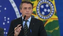 """Bolsonaro põe fim à polêmica e diz que trabalhará por distribuição de absorventes: """"Vamos fazer da forma correta"""""""