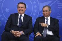 """""""Guedes continua no Governo"""", afirma Bolsonaro"""