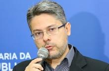 Senador protocola requerimento para Supremo investigar falas de Bolsonaro sobre Covid e HIV
