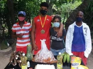 Atleta não disfarçou decepção com o prêmio recebido de Cuba (CRÉDITO: REPRODUÇÃO/FACEBOOK)
