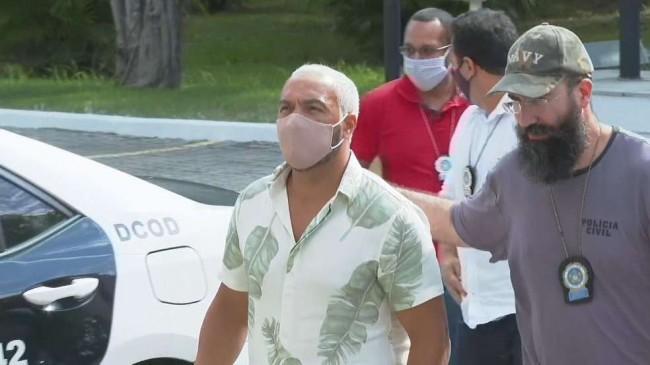 Cantor Belo sendo preso (Crédito: TV Globo)