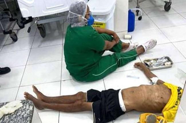 Imagem que percorreu as redes sociais do idoso morto no chão de uma UPA em Teresina (CRÉDITO: REPRODUÇÃO/REDES SOCIAIS)