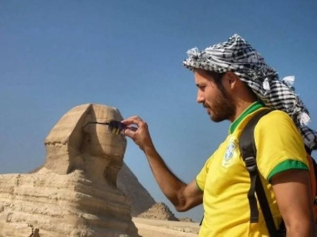 Ruy também esteve nas famosas pirâmides do Egito.