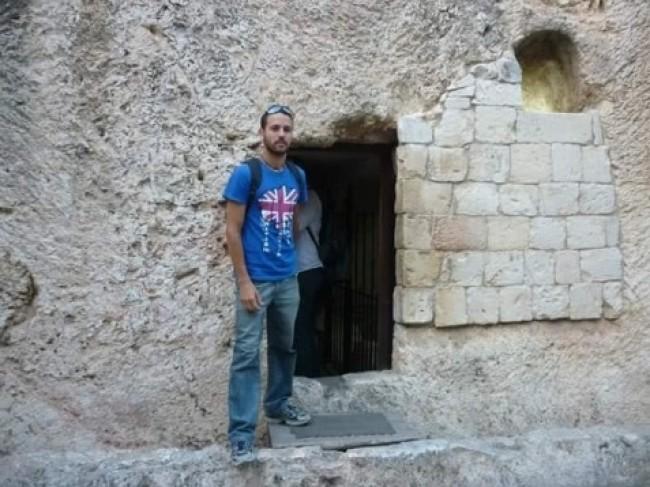 """Quando passou por Israel, Ruy esteve no local onde cristãos apontam ser o """"túmulo"""" de Jesus."""