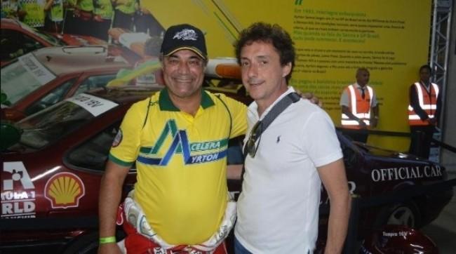 Ivan Gusmão posa com Leonardo Senna, irmão de Ayrton, durante o Senna Day de 2019 (ARQUIVO PESSOAL)