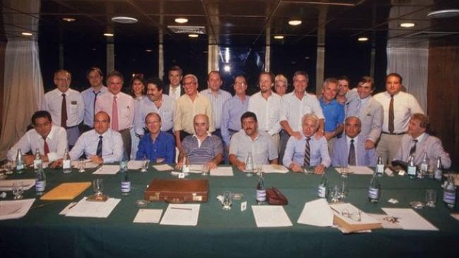 Dirigentes das principais equipes do país acertar a fundação do Clube dos 13, em 1987 (CRÉDITO: ARQUIVO PESSOAL)