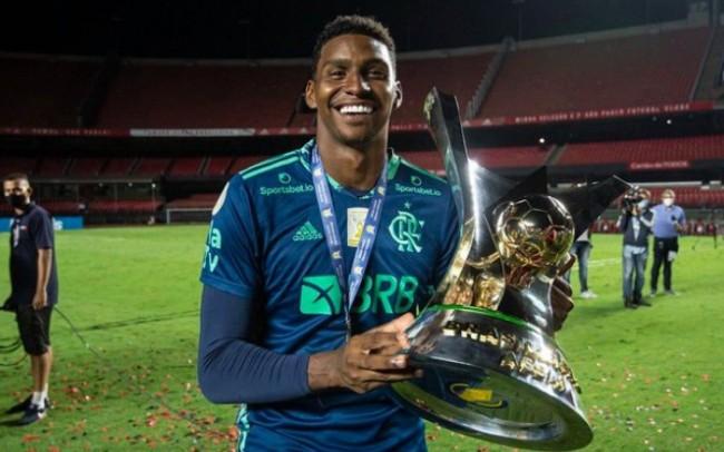 Hugo Souza fez festa clandestina após título da Supercopa do Brasil (CRÉDITO: ALEXANDRE VIDAL/FLAMENGO)