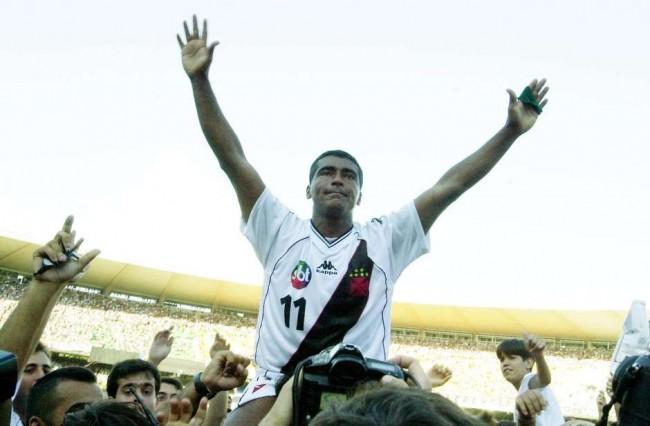 Vasco utilizou camisa com logomarca do SBT na frente e nas costas em final transmitida pela Globo (CRÉDITO: GETTY IMAGES)