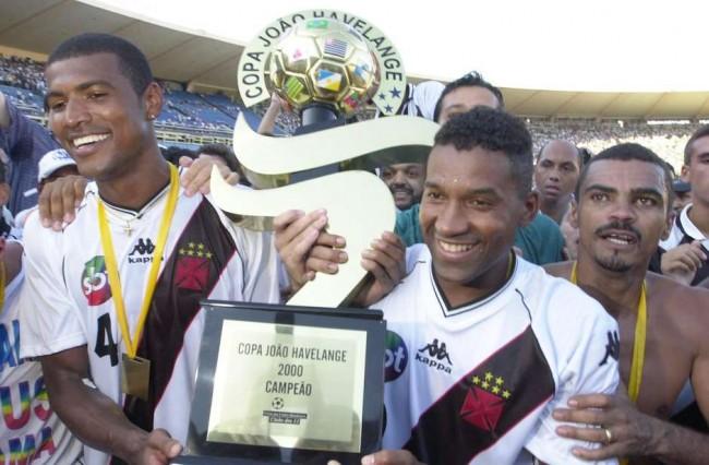 Vasco com a taça da Copa João Havelange (CRÉDITO: GETTY IMAGES)