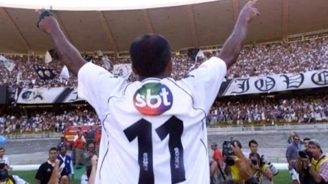Romário usando a camisa com o logo do SBT (CRÉDITO: DIVULGAÇÃO/YOUTUBE)