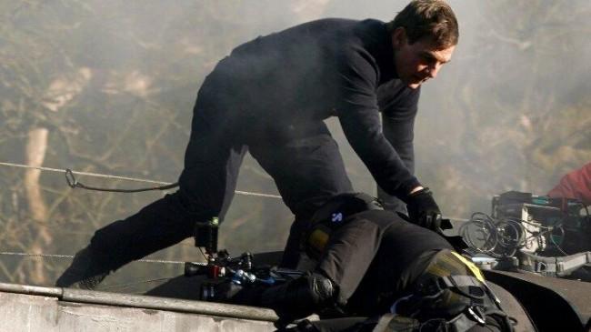 Tom Cruise salva vida de cameraman (CRÉDITO: THE GROSBY GROUP)