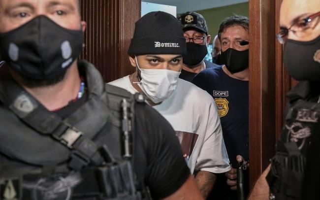 Gabigol sendo conduzido à delegacia (CRÉDITO: PAULO LOPES/AGNEWS)