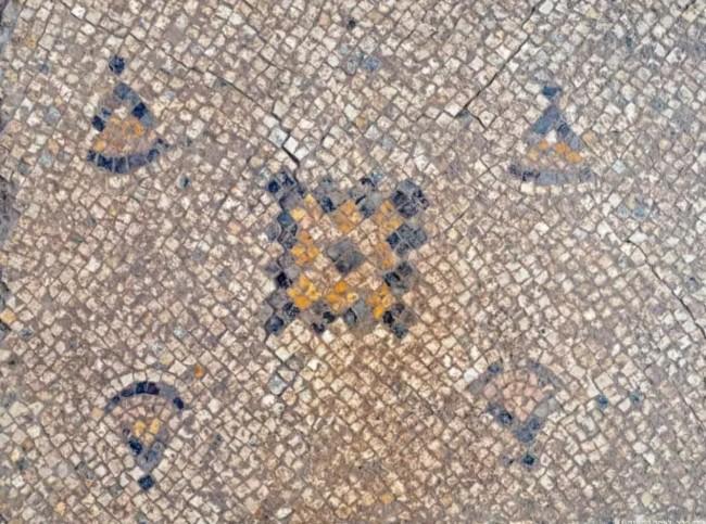 O mosaico foi tratado e preservado por especialistas em conservação (CRÉDITO: ASSAF PERETZ/CORTESIA AUTORIDADE DE ANTIGUIDADES DE ISRAEL)