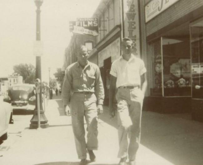 Suposta foto de dois dos detentos após a fuga. Inconclusiva, segundo as autoridades da época (CRÉDITO: REPRODUÇÃO/ HISTORY CHANNEL)