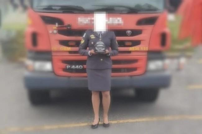Apesar de ser homenageada no evento, bombeira foi expulsa da cerimônia (CRÉDITO: REPRODUÇÃO/INTERNET)