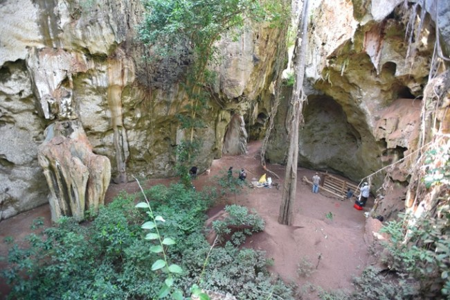 Ossos de criança foram encontrados em escavações na caverna africana Panga ya Saidi (CRÉDITO: SCIENCENEWS)