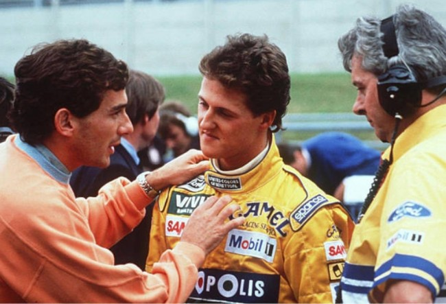 Senna explicava ao jovem Schumacher como são as coisas (CRÉDITO: DIVULGAÇÃO)
