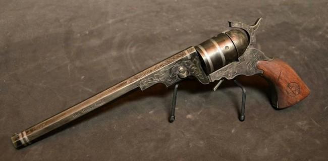 Colt, a arma que mata qualquer coisa (CRÉDITO: REPRODUÇÃO)