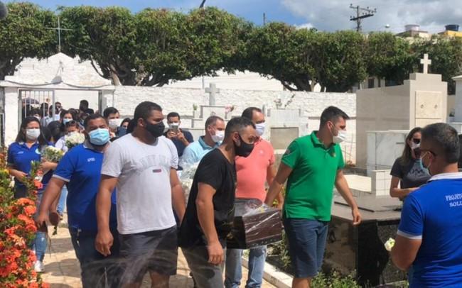 Andrade Lopes Santana foi enterrado no final da manhã deste sábado (CRÉDITO: BRUNA EVANGELHO/TV SUBAÉ)