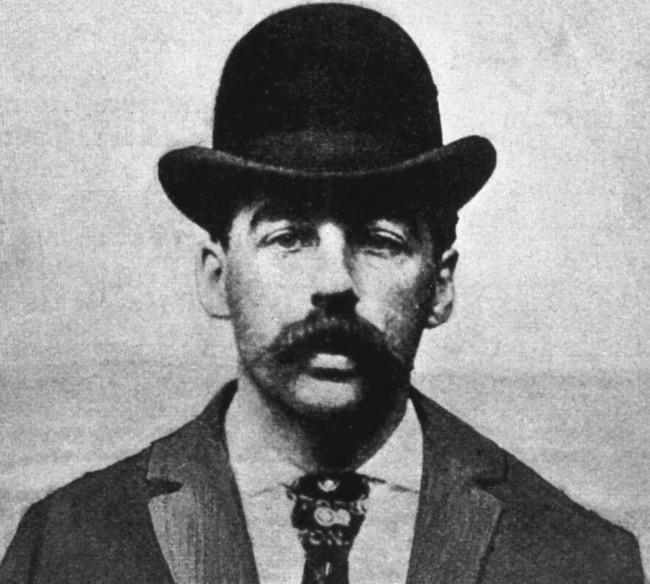 H. H. Holmes, considerado o primeiro serial killer dos Estados Unidos (CRÉDITO: BIOGRAPHY.COM)