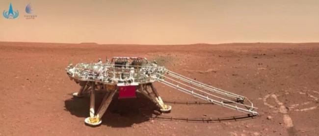 Panorama da área de pouso do rover chinês Zhurong em Marte (CRÉDITO: REUTERS/CNSA)