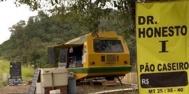 O trailer fica às margens da BR-470, em Rodeio, no Vale do Itajaí (CRÉDITO: NSC TV)