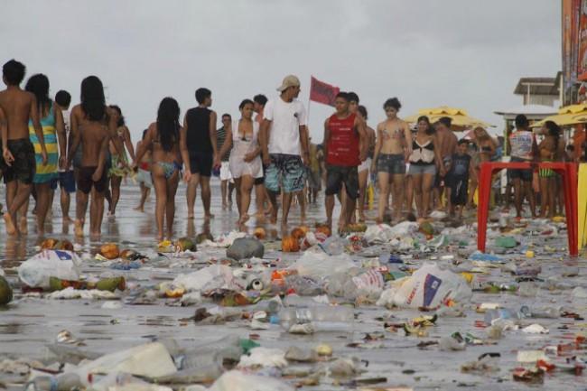 Ainda falta consciência ecológica aos veranistas (CRÉDITO: REPRODUÇÃO/INTERNET)