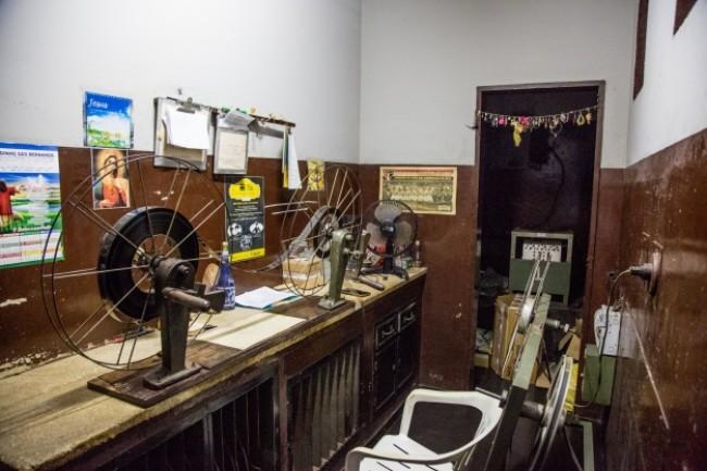 Sala de operação dos filmes continua a mesma da inauguração (CRÉDITO: REPRODUÇÃO)