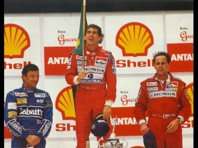 Senna chora de alegria e intensas dores (CRÉDITO: REPRODUÇÃO)