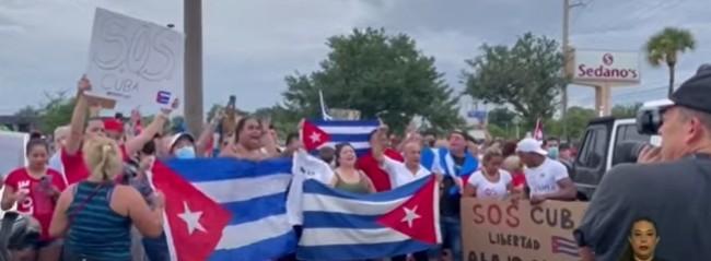 Cubanos foram às ruas protestar contra o descaso do governo durante a pandemia (CRÉDITO: REPRODUÇÃO)
