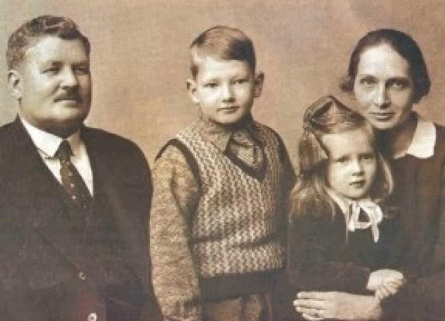 Daniel Berg, a esposa Sara e os filhos (CRÉDITO: REPRODUÇÃO)