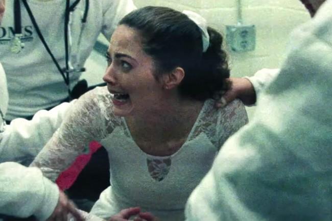 Nancy gritando de dor logo após o atentado (CRÉDITO: REPRODUÇÃO)