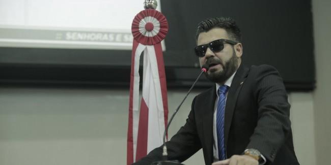 Delegado Caveira em discurso (CRÉDITO: REPRODUÇÃO)