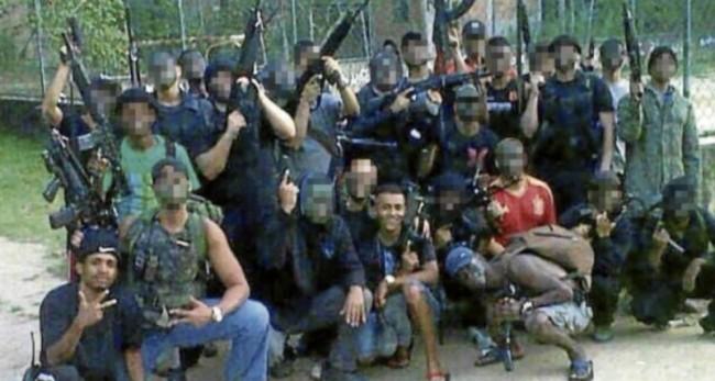 Traficantes, fortemente, armados no Rio (CRÉDITO: REPRODUÇÃO)