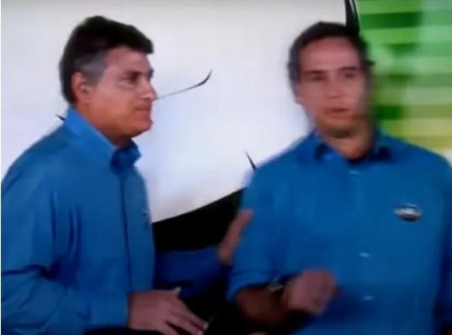 Cléber Machado empurra o colega Caio Ribeiro (CRÉDITO: REPRODUÇÃO)